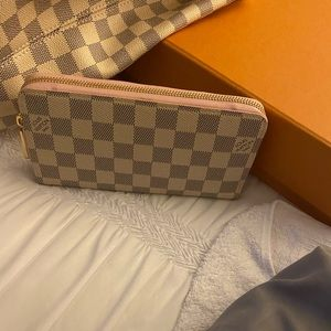 100% AUTHENTIC Damier Azur Zippy Wallet